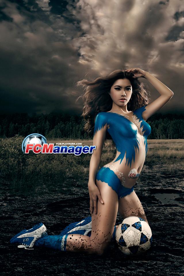 Kim Trúc Phạm khoe đường cong cùng FC Manager 2