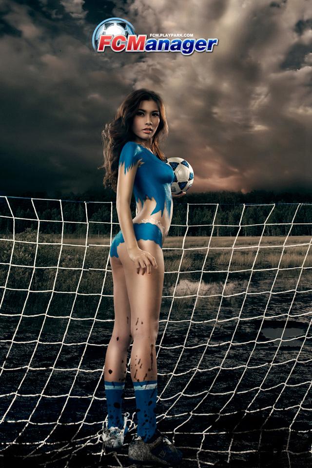 Kim Trúc Phạm khoe đường cong cùng FC Manager 3