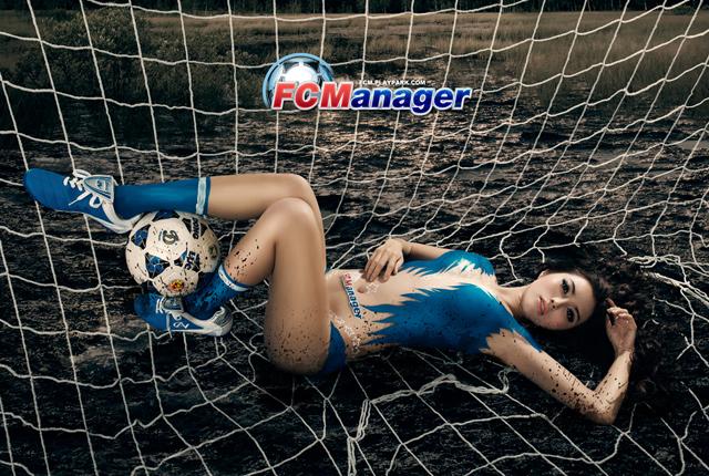 Kim Trúc Phạm khoe đường cong cùng FC Manager 4
