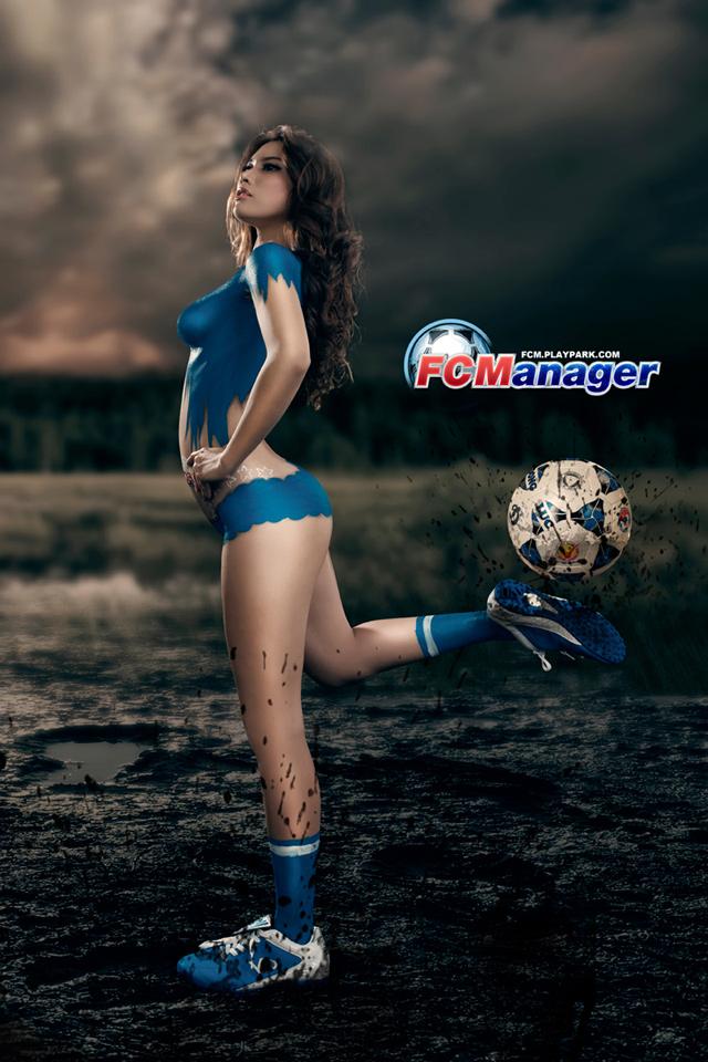 Kim Trúc Phạm khoe đường cong cùng FC Manager 6