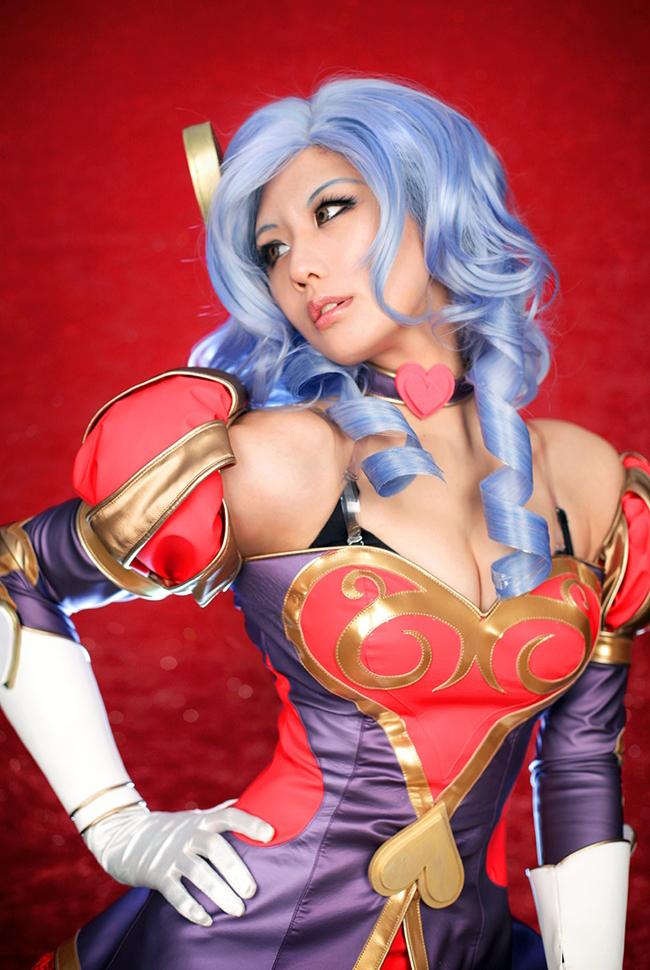 Tasha quyến rũ với cosplay Ashe Mũi Tên Tình Ái 2