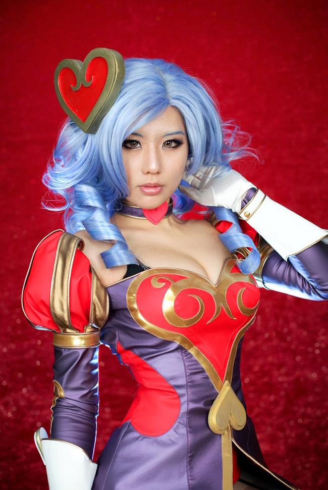 Tasha quyến rũ với cosplay Ashe Mũi Tên Tình Ái 4