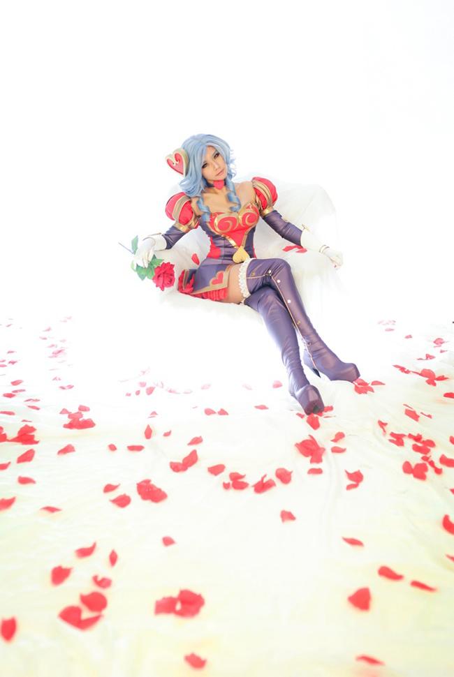 Tasha quyến rũ với cosplay Ashe Mũi Tên Tình Ái 5