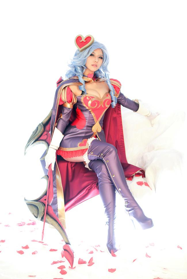 Tasha quyến rũ với cosplay Ashe Mũi Tên Tình Ái 9