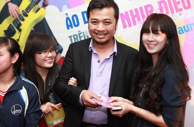 """Nghệ sĩ Tiến Minh """"đòi"""" hàng tá giftcode Au Mobile 5"""