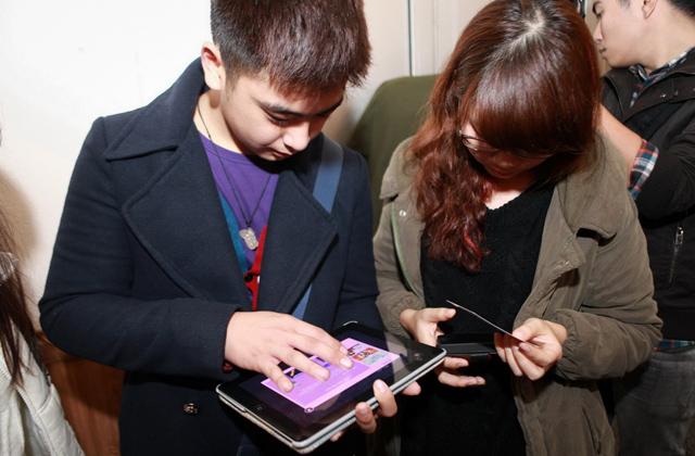 """Nghệ sĩ Tiến Minh """"đòi"""" hàng tá giftcode Au Mobile 9"""
