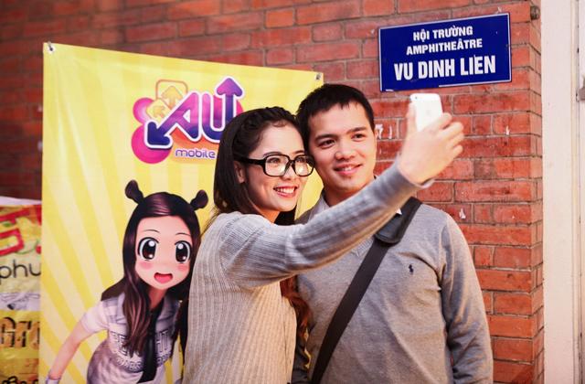 """Nghệ sĩ Tiến Minh """"đòi"""" hàng tá giftcode Au Mobile 10"""