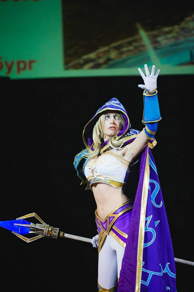 Jaina bước từ Warcraft III ra ngoài đời thực - Ảnh 9