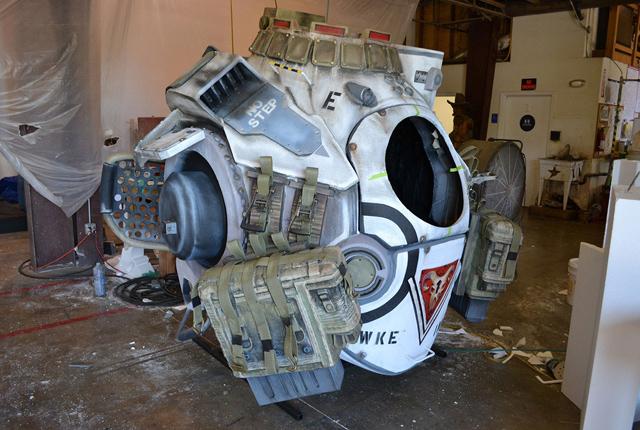 Nguyên mẫu Titan trong Titanfall xuất hiện ngoài đời thực 26