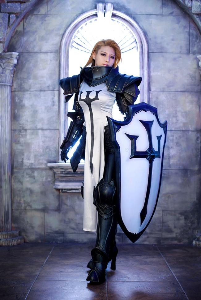 Tasha mạnh mẽ với trang phục Crusader trong Diablo 3 1