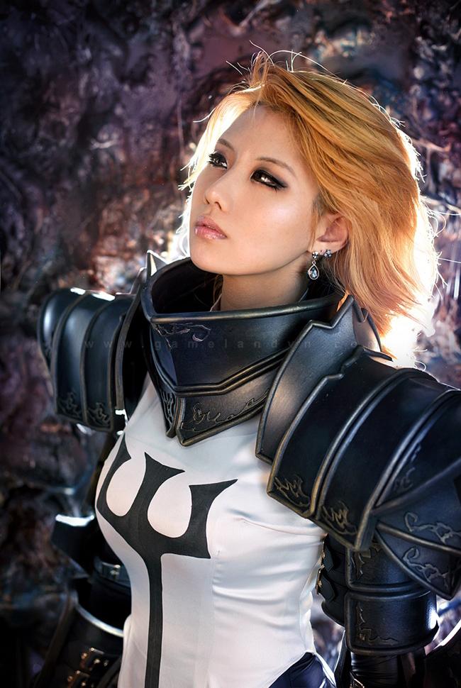 Tasha mạnh mẽ với trang phục Crusader trong Diablo 3 2