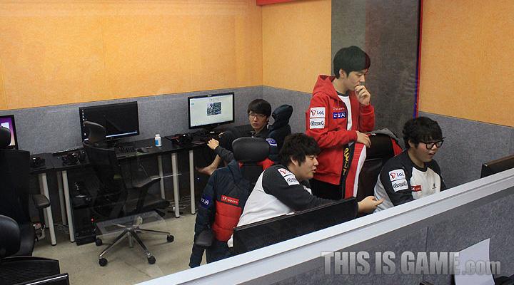 Tham quan gaming house của SKT T1 - Ảnh 11