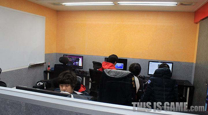 Tham quan gaming house của SKT T1 - Ảnh 13