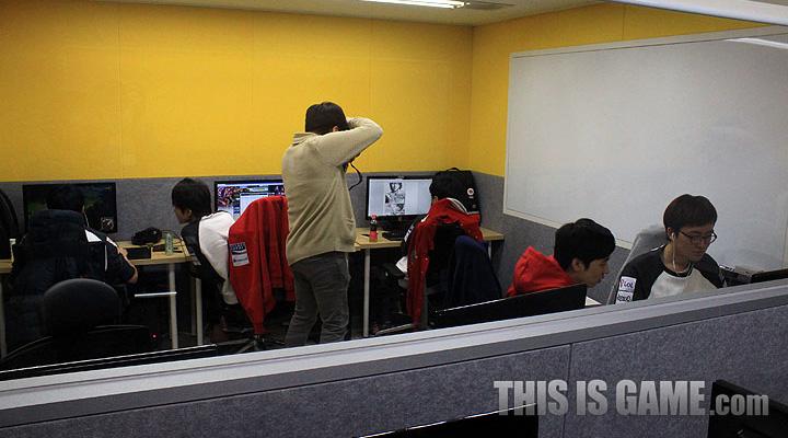 Tham quan gaming house của SKT T1 - Ảnh 19