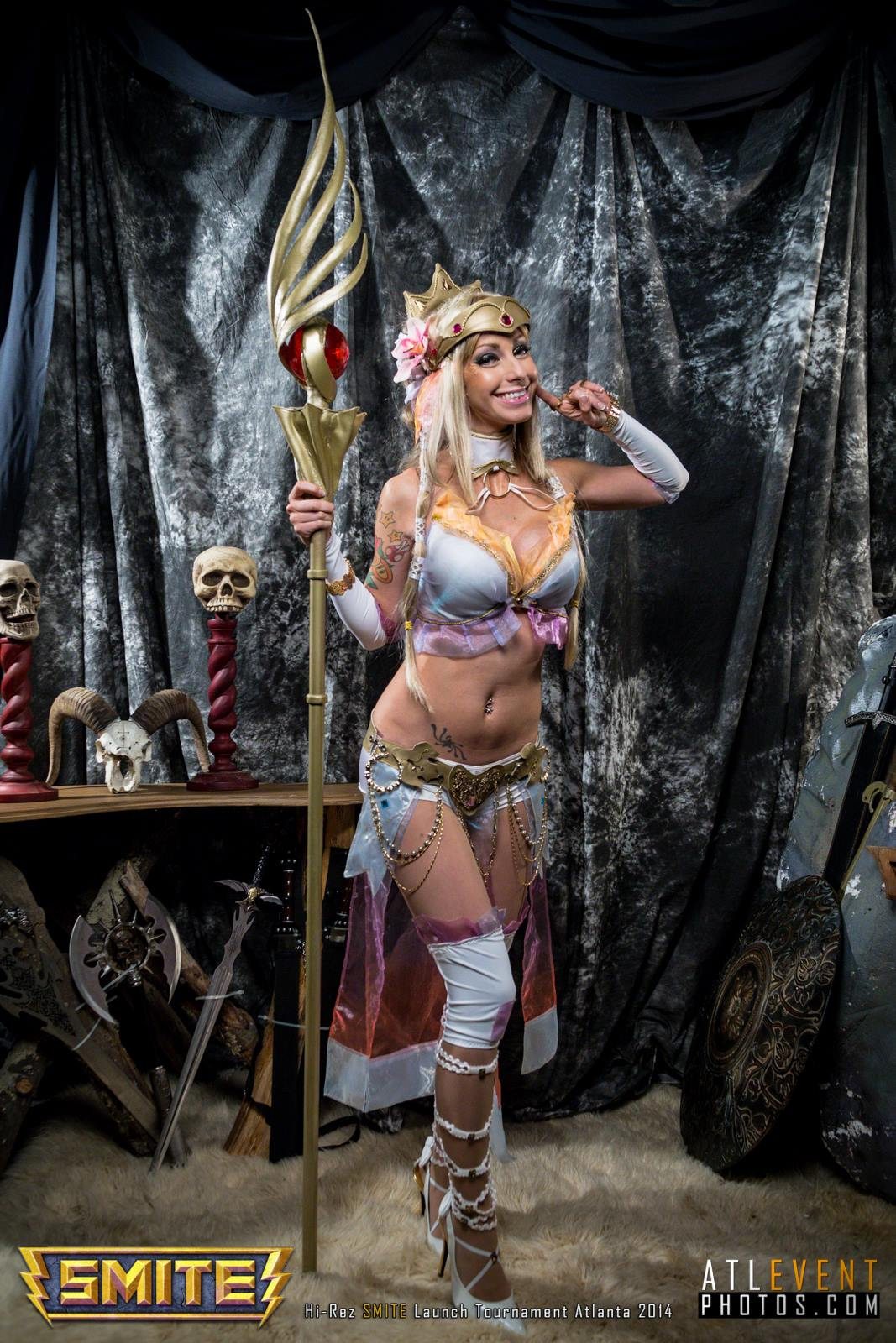 Ngắm cosplay tại SMITE Launch Tournament