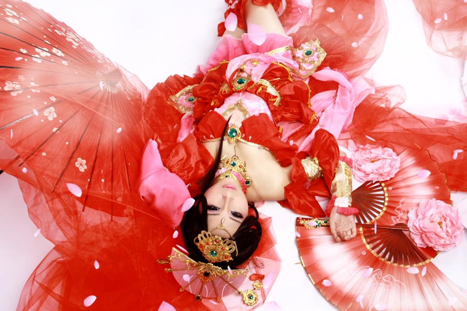 Nữ hiệp Thất Tú quyến rũ với sắc đỏ - Ảnh 1