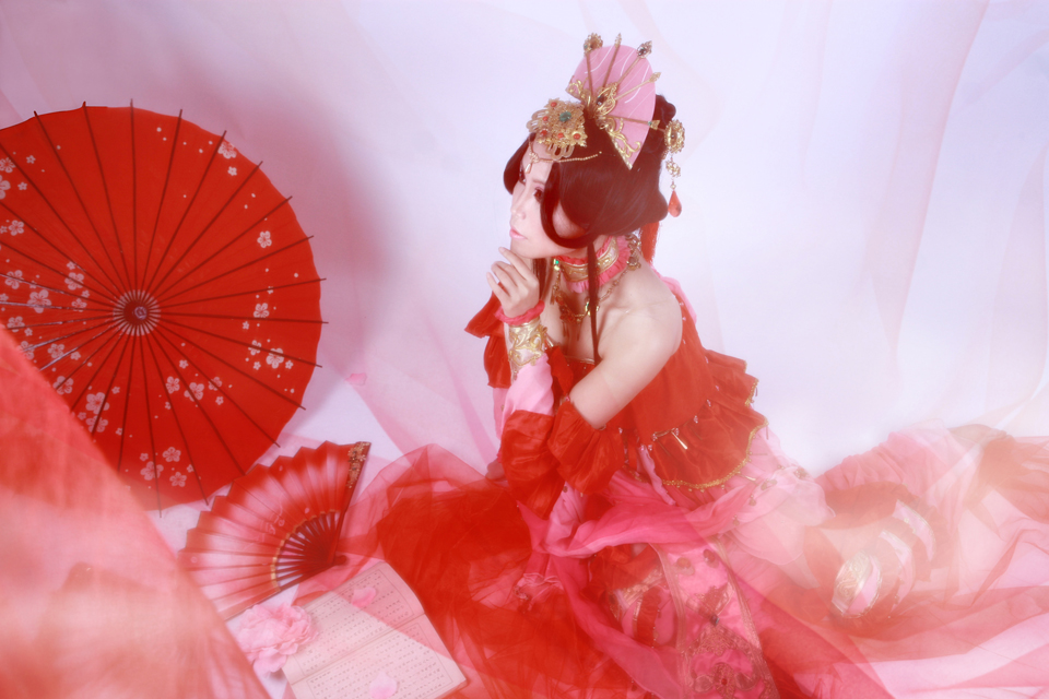 Nữ hiệp Thất Tú quyến rũ với sắc đỏ - Ảnh 4