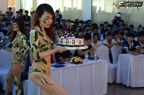 Đột Kích đón sinh nhật lên 6 bằng Bikini Show