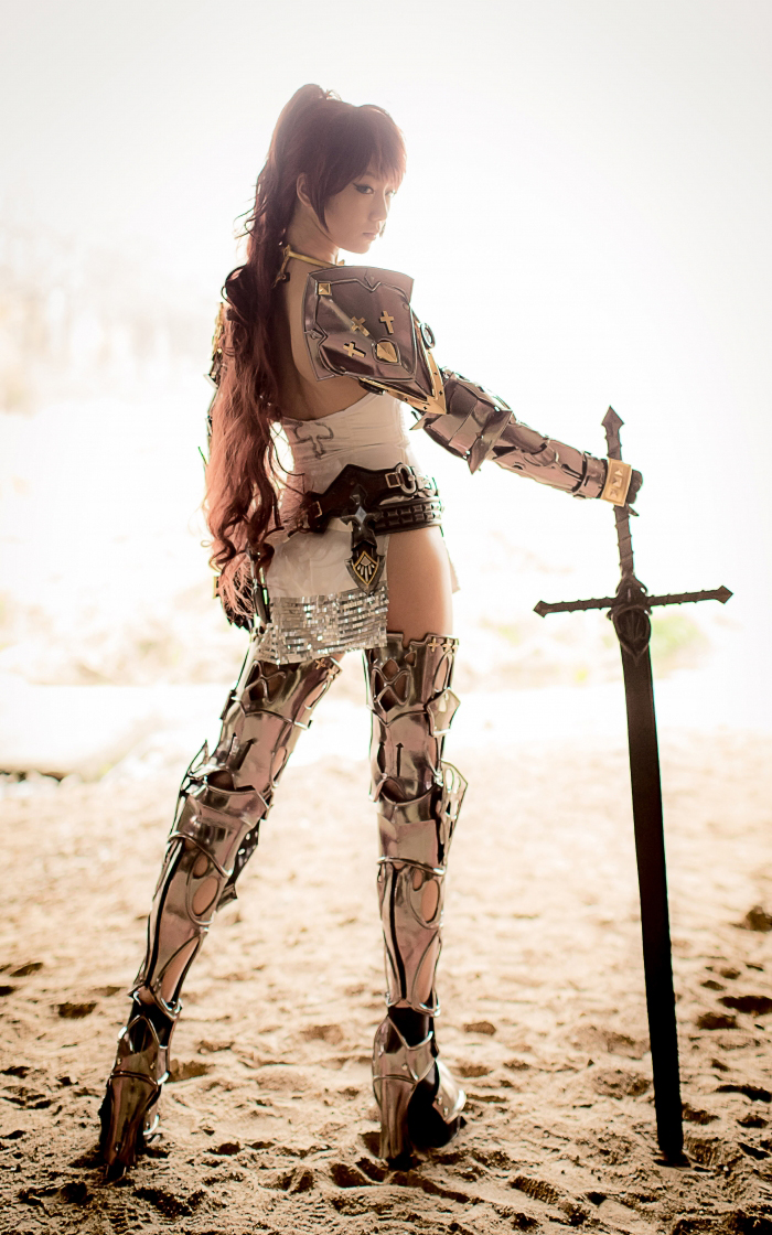 CSL Pion gợi cảm với cosplay Knight trong Bless