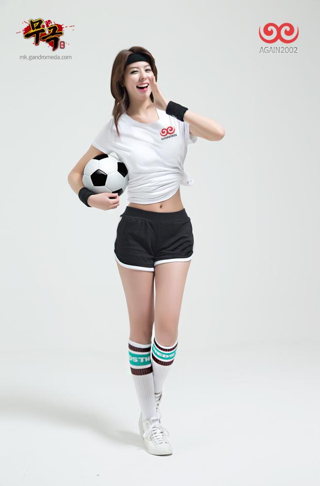 Fuji Mina quyến rũ với trang phục cầu thủ đá bóng - Ảnh 6