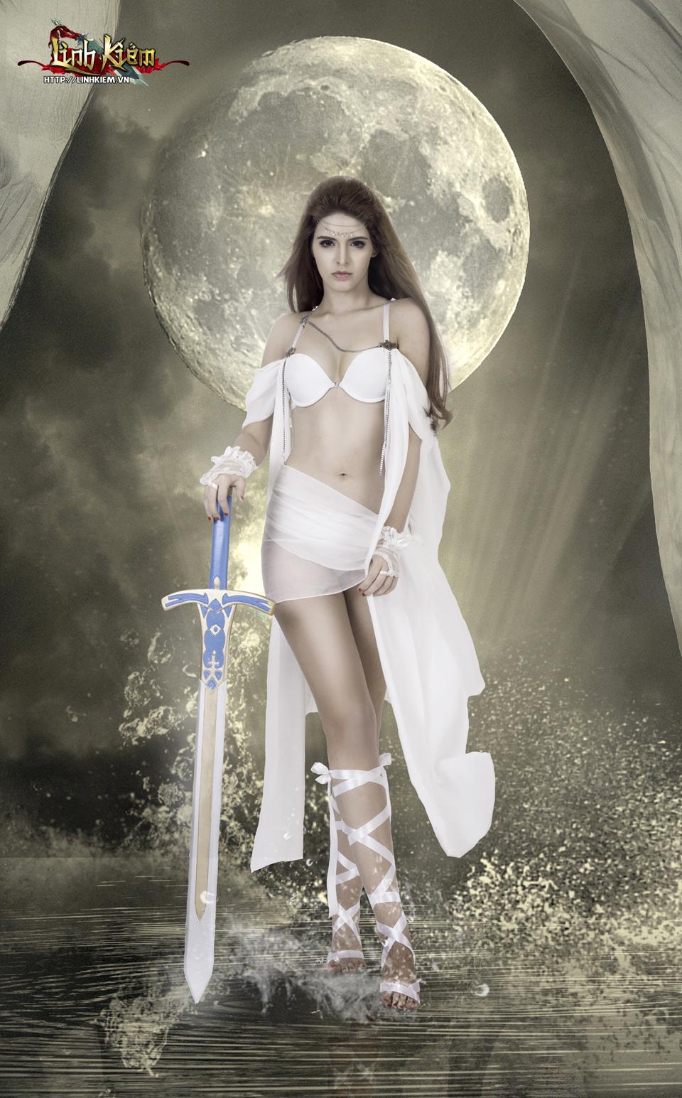 Andrea Aybar cực sexy trong ảnh quảng bá Linh Kiếm 9