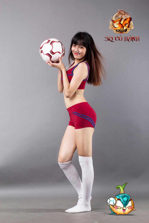 Hot girl 3Q Củ Hành quyến rũ cùng trái bóng tròn