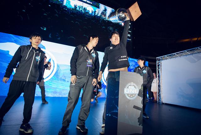 Invictus Gaming vô địch ESL One Frankfurt 2014 3