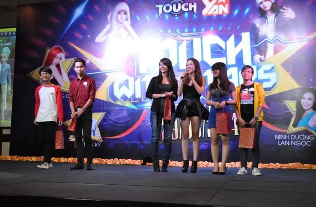 "Nhìn lại offline ""Touch with stars"" tại TP.HCM 21"