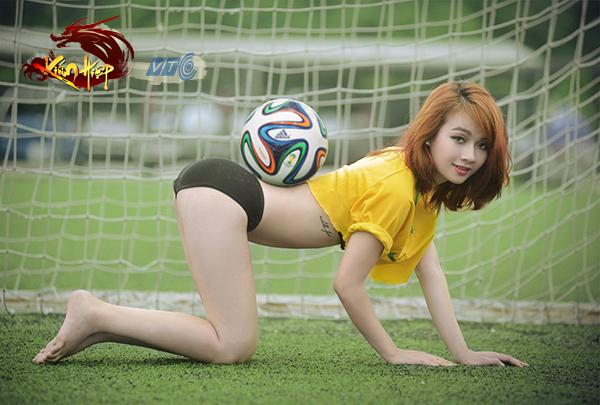 Miss Kiếm Hiệp Vương Vân cởi đồ nghịch bóng - Ảnh 2
