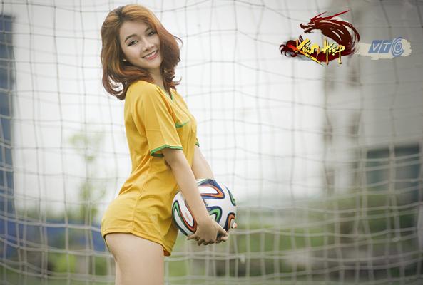 Miss Kiếm Hiệp Vương Vân cởi đồ nghịch bóng - Ảnh 4