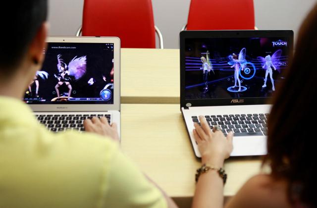 Dàn sao YAN hứng khởi với Touch Online 8