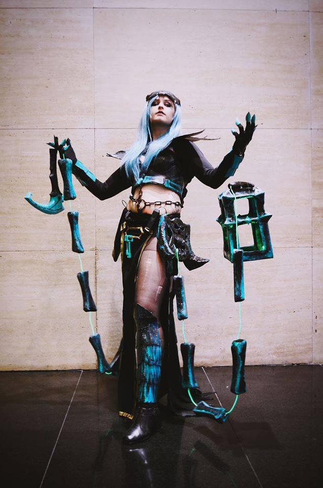 Ngắm cosplay Thresh phiên bản nữ cực ma mị - Ảnh 2