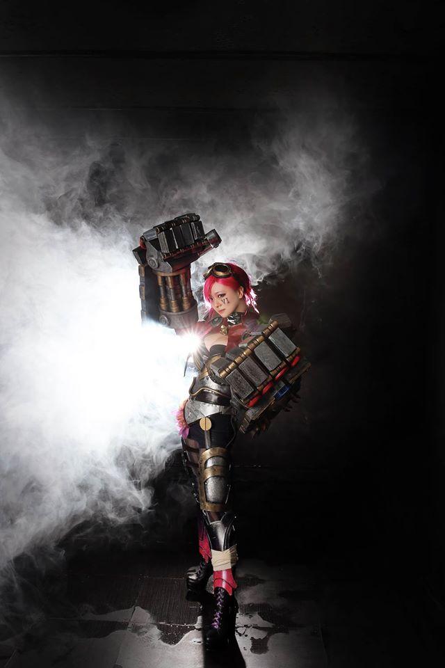 Ngắm cosplay Vi và Jinx cực quyến rũ - Ảnh 4