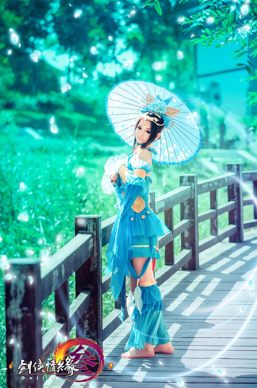 Nữ hiệp Thất Tú quyến rũ với bộ váy xanh - Ảnh 2