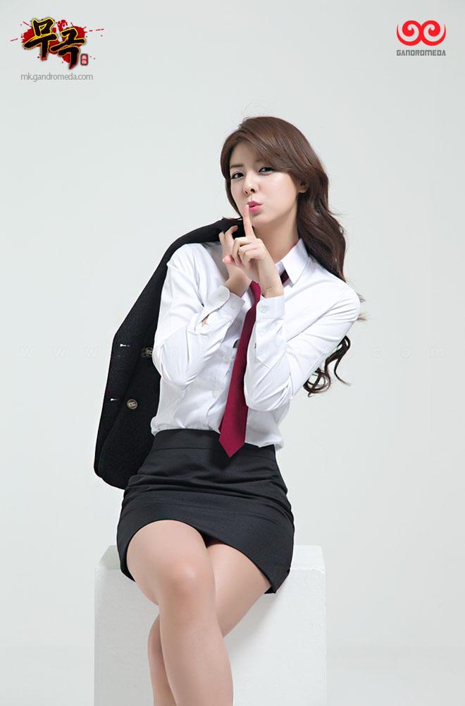 Fuji Mina cực quyến rũ với trang phục nữ sinh - Ảnh 4