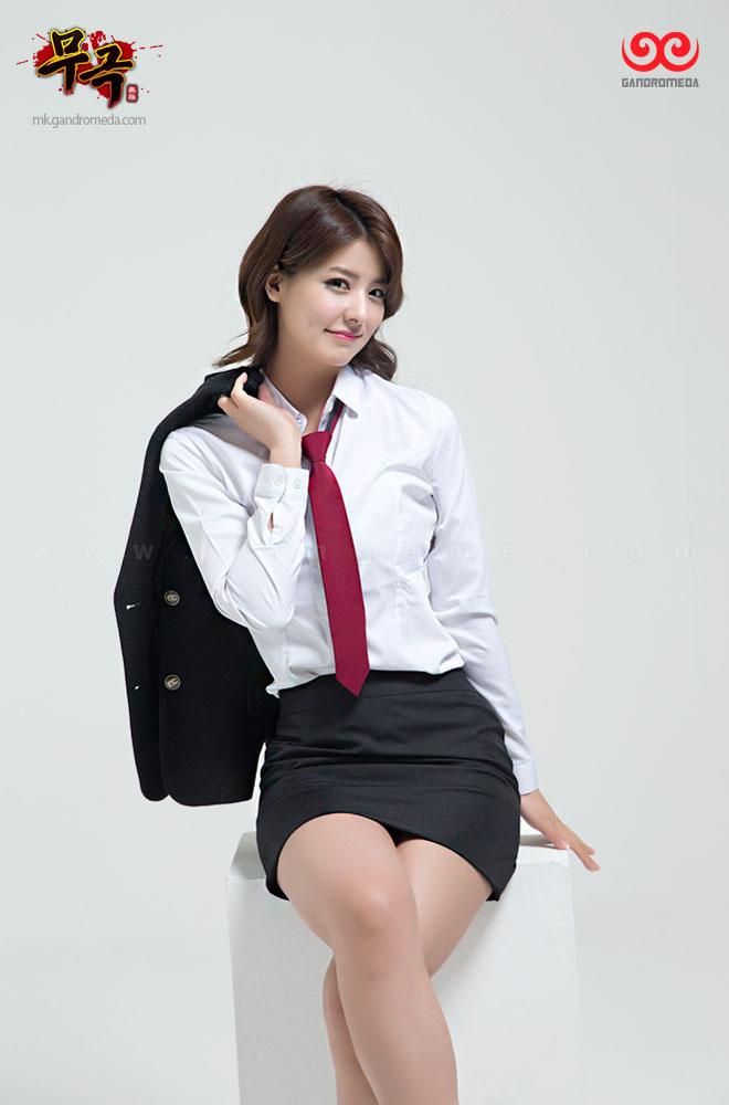 Fuji Mina cực quyến rũ với trang phục nữ sinh