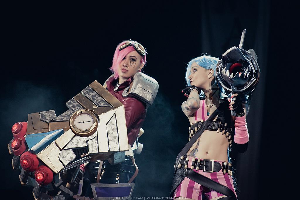 Lika Lu trình diễn cosplay Vi cực ấn tượng